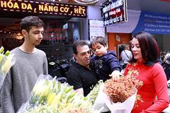 Hoa hậu thế giới Doanh nhân 2019 xuống phố đón Xuân