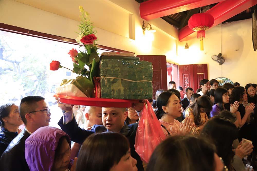 Tết Nguyên đán,phủ Tây Hồ,đốt vàng mã,rải tiền lẻ,Hà Nội,lễ hội 2019