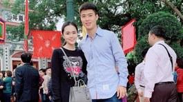 """Lâm """"Tây"""" đón Tết ở Thái Lan, Duy Mạnh cùng bạn gái đi chùa"""