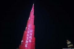 Thế giới 24h: Nhà chọc trời 'khoác áo đỏ' đón Tết