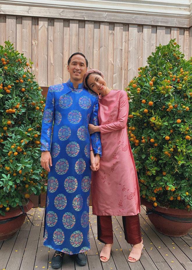 Vợ chồng Hà Tăng xúng xính áo dài, Huyền My ngồi xích lô dạo phố