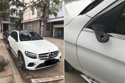 Xui xẻo ngày Tết, ô tô 5 tỷ bị trộm vặt gương