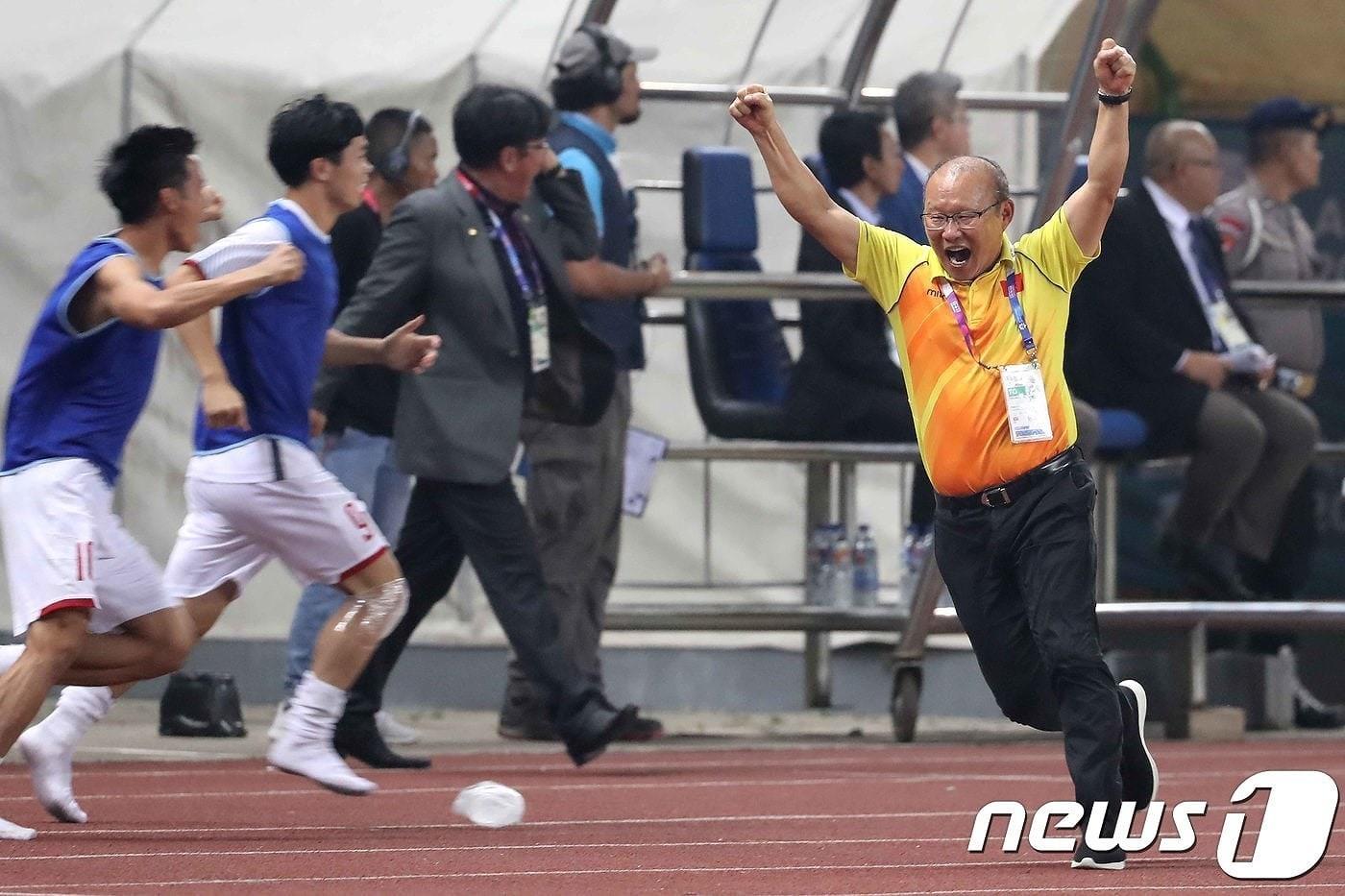 HLV Park Hang Seo và những sắc thái ăn mừng cực 'nhiệt'