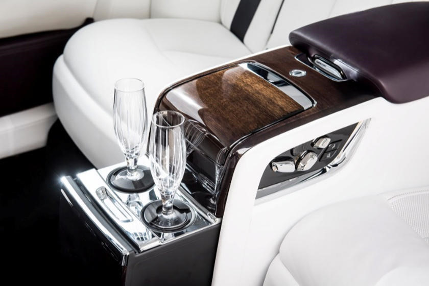 Những phụ kiện giá hàng chục ngàn USD cho xe của triệu phú