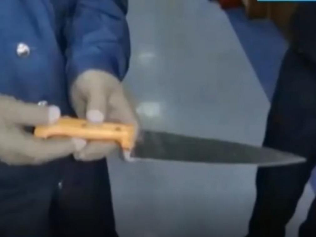 TQ: Ghen tuông, gã đàn ông mang dao chém bừa