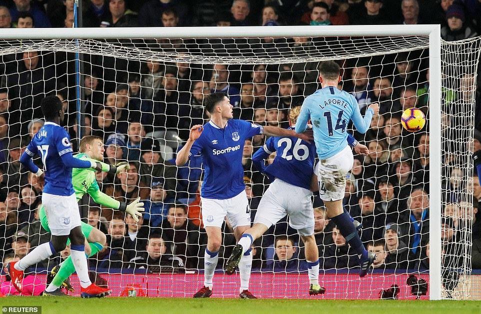 Hạ đẹp Everton, Man City chiếm ngôi đầu của Liverpool