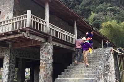 Ngôi làng nhà sàn bằng đá độc nhất Việt Nam