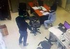 Cầm súng xông vào trạm thu phí Dầu Giây cướp tiền sáng mùng 3 Tết