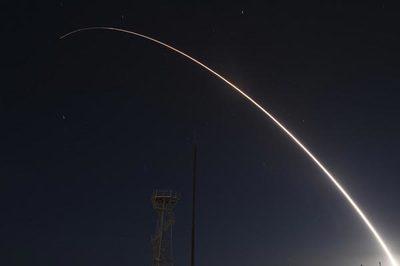 Xem tên lửa đạn đạo Mỹ lao vút vút qua Thái Bình Dương