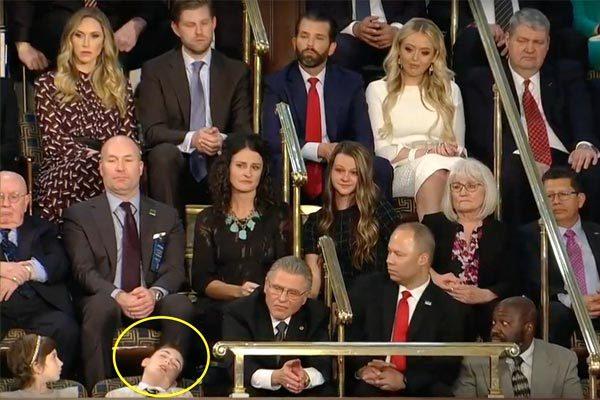 Khách mời đặc biệt ngủ gục khi ông Trump đọc Thông điệp Liên bang