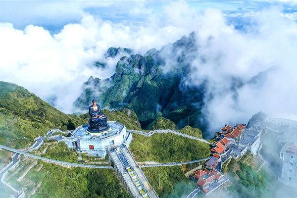 Lên đỉnh Fansipan chiêm bái xá lợi Phật trong lòng Đại tượng Phật