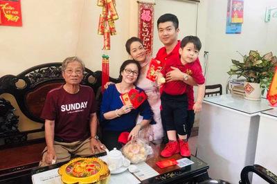 Nhật Kim Anh đăng ảnh tình cảm với chồng dịp Tết giữa tin đồn ly hôn
