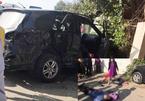 Xe khách húc văng ô tô 7 chỗ biển xanh: Một nhà 3 người chết