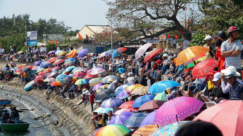 Lễ hội đua thuyền tứ linh ở đảo Lý Sơn thu hút du khách