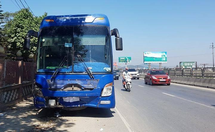 Xe biển xanh bị xe khách húc là của Kho bạc nhà nước tỉnh Thanh Hóa