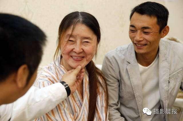 Sau khi sinh con trai, cô gái trẻ hoá cụ bà 80 qua một đêm