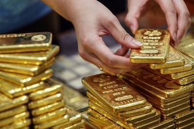 Mua tấn vàng Thần tài cầu may: Ngay lập tức lên giá có nên bán lấy lãi?