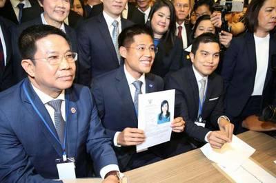 Thế giới 24h: Nguy cơ xóa sổ đảng đề cử công chúa Thái