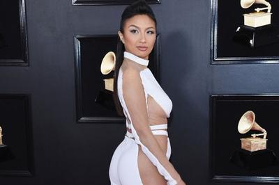 Nữ MC gốc Việt mặc đồ xuyên thấu lộ cơ thể trên thảm đỏ Grammy 2019