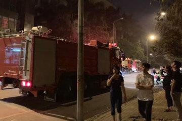 Hà Nội: Cháy lớn ở chung cư lúc nửa đêm