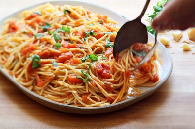 Nam thanh niên chết trên giường sau khi ăn mỳ Ý hâm lại