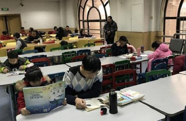 Đột nhập lò luyện thi xuyên Tết tại Trung Quốc