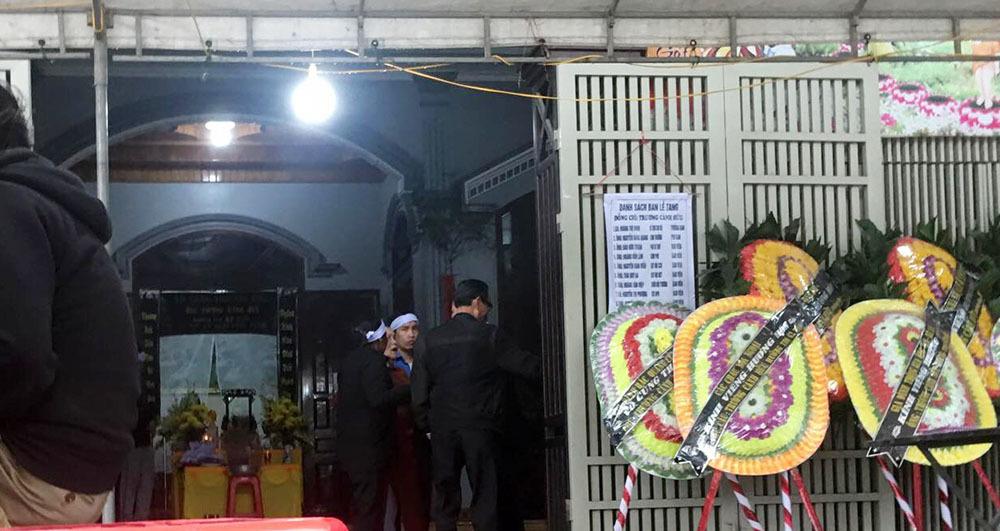 Phó phòng ngân hàng đâm chết bố đẻ: Em gái bị chém đã bị sảy thai