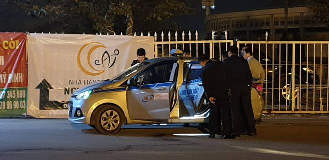 Khởi tố nghi phạm 20 tuổi cứa cổ tài xế taxi trước sân Mỹ Đình