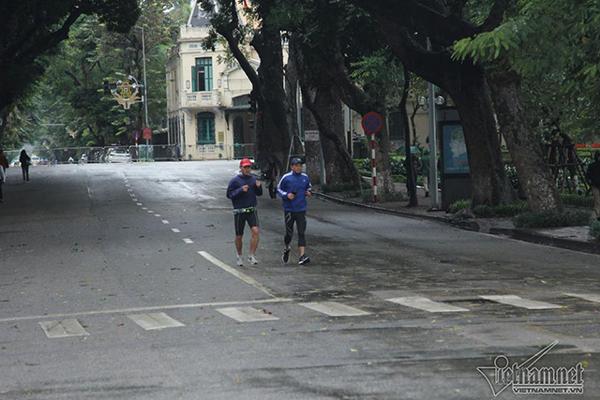 Dự báo thời tiết 12/2: Hà Nội mưa nhỏ, Sài Gòn nắng nóng