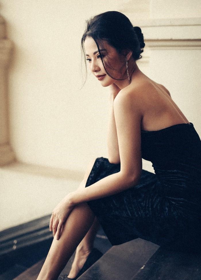 Hoa hậu Trần Thị Quỳnh khoe vai trần mong manh