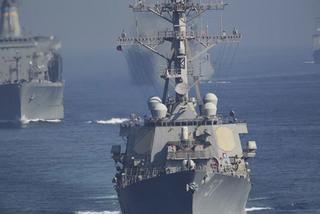 Mỹ điều tàu chiến áp sát Đá Vành Khăn, TQ nổi giận