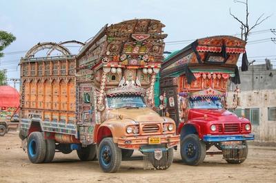 Bỏ hàng trăm triệu trang trí nghệ thuật xe tải