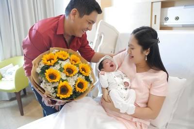 Giữa ồn ào phim Tết, Đức Thịnh đón mẹ con Thanh Thúy về nhà