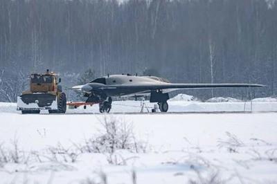 Lộ ảnh máy bay cường kích không người lái bí mật của Nga