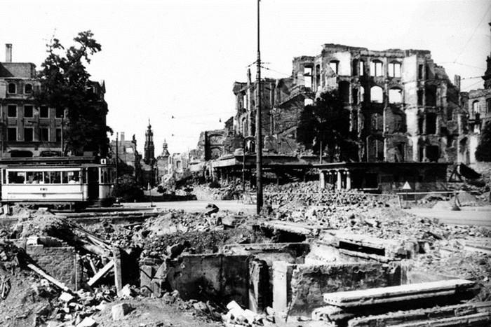 Ngày này năm xưa: Thành phố Đức hứng mưa bom, 25.000 người chết