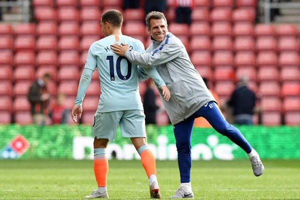 Chelsea chọn Zola thay Sarri, Arsenal ghẻ lạnh Ozil