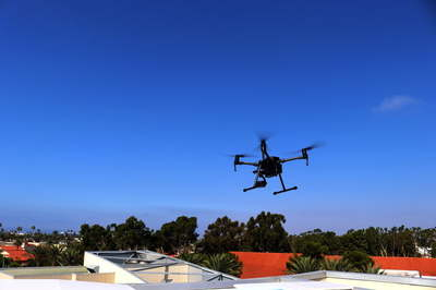 Cảnh sát Mỹ truy đuổi nghi phạm bằng drone