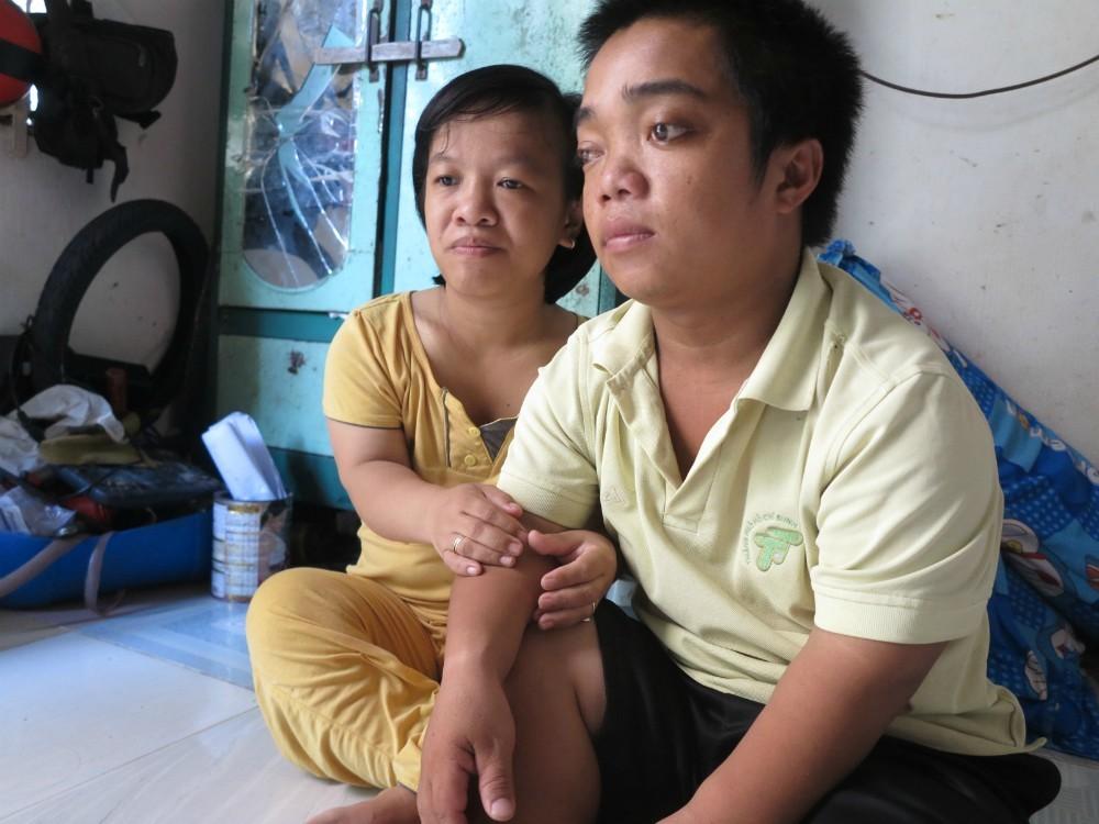Người mẹ cao 1,1 mét rơi nước mắt khi bác sỹ yêu cầu bỏ con