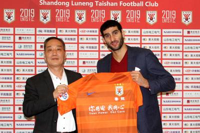 Fellaini chấn thương, Hà Nội FC mơ bất ngờ ở Trung Quốc