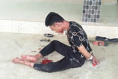 Nghệ An: Chồng ôm chặt vợ nằm bất động trên vũng máu