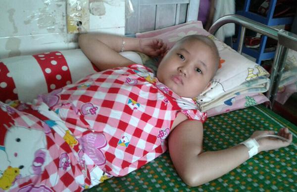 Tia hy vọng mong manh của bé gái mắc bệnh ung thư máu