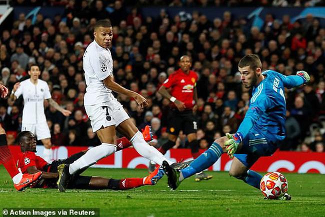 MU 'nhồi' Van de Beek như Ronaldo, không hoãn PSG tiếp Quỷ đỏ