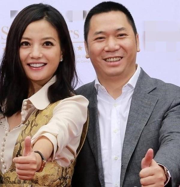 Triệu Vy lần đầu xuất hiện giữa nghi vấn ly thân chồng tỷ phú