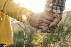 Chuyện tình gần 1 thế kỷ của cặp đôi trúng tiếng sét ái tình năm 9 tuổi