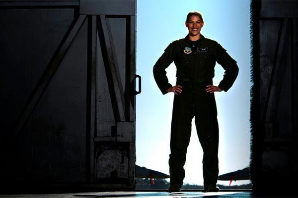 Nữ chỉ huy đội siêu tiêm kích Mỹ đầu tiên mất chức chỉ sau 2 tuần