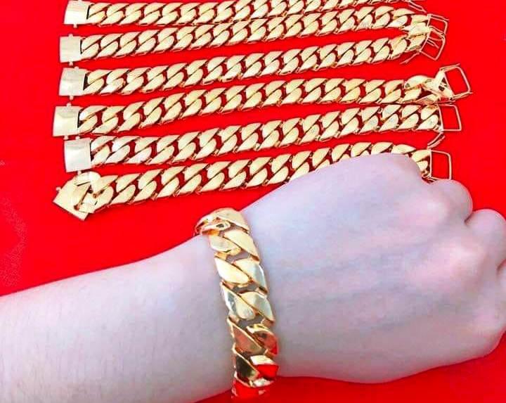 Trang sức 'vàng non': Bỏ tiền thật để mua vàng rởm?