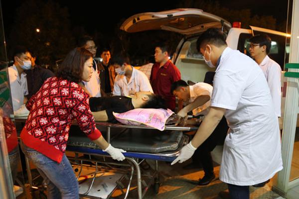 Fortuner tông xe khách trên cao tốc Lào Cai: 2 người chết, 10 người bị thương