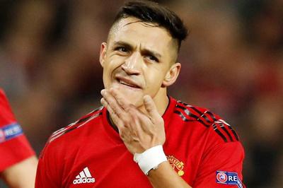 """Lý do không ngờ khiến Alexis Sanchez """"tắt điện"""" trước PSG"""