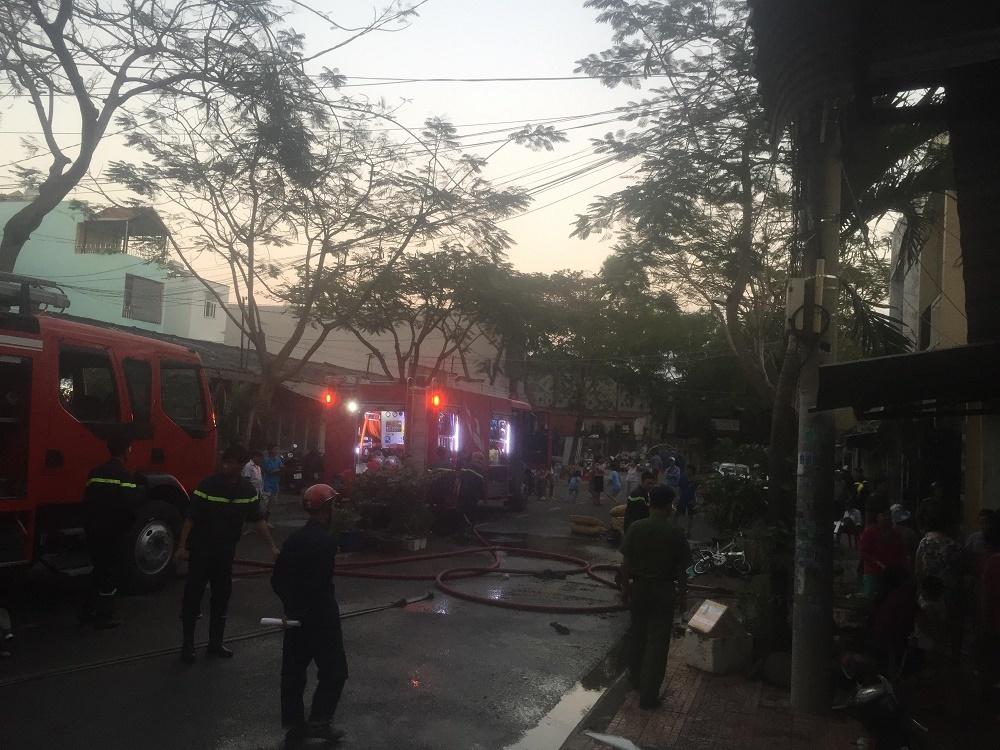 Cháy rụi căn nhà ngày vía Thần Tài, cả khu phố náo loạn