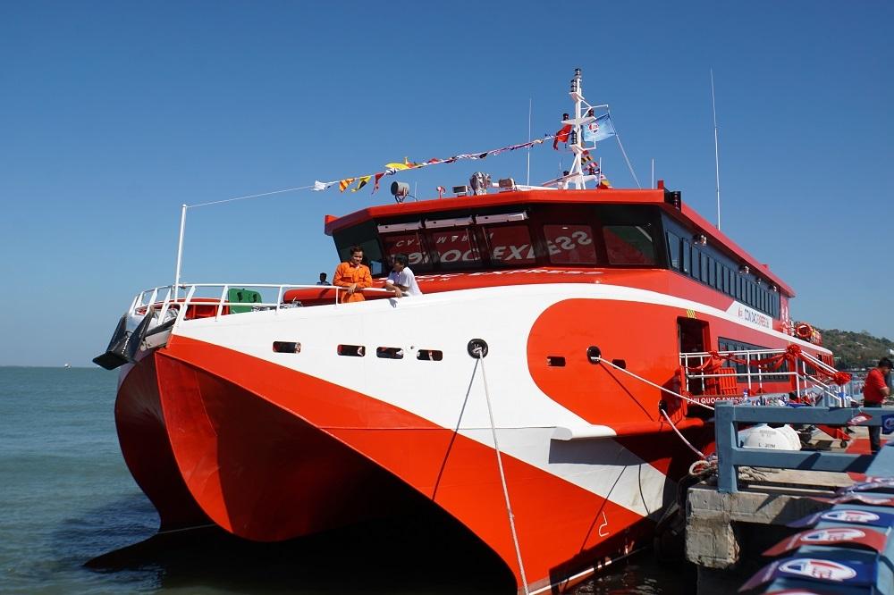 Tàu cao tốc hiện đại nhất nước chạy tuyến Vũng Tàu - Côn Đảo chỉ 3 giờ